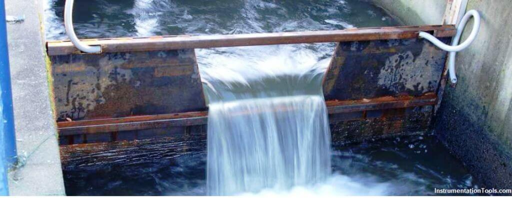 Weirs and flumes flow measurement